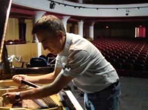 afinando piano teatro marbella